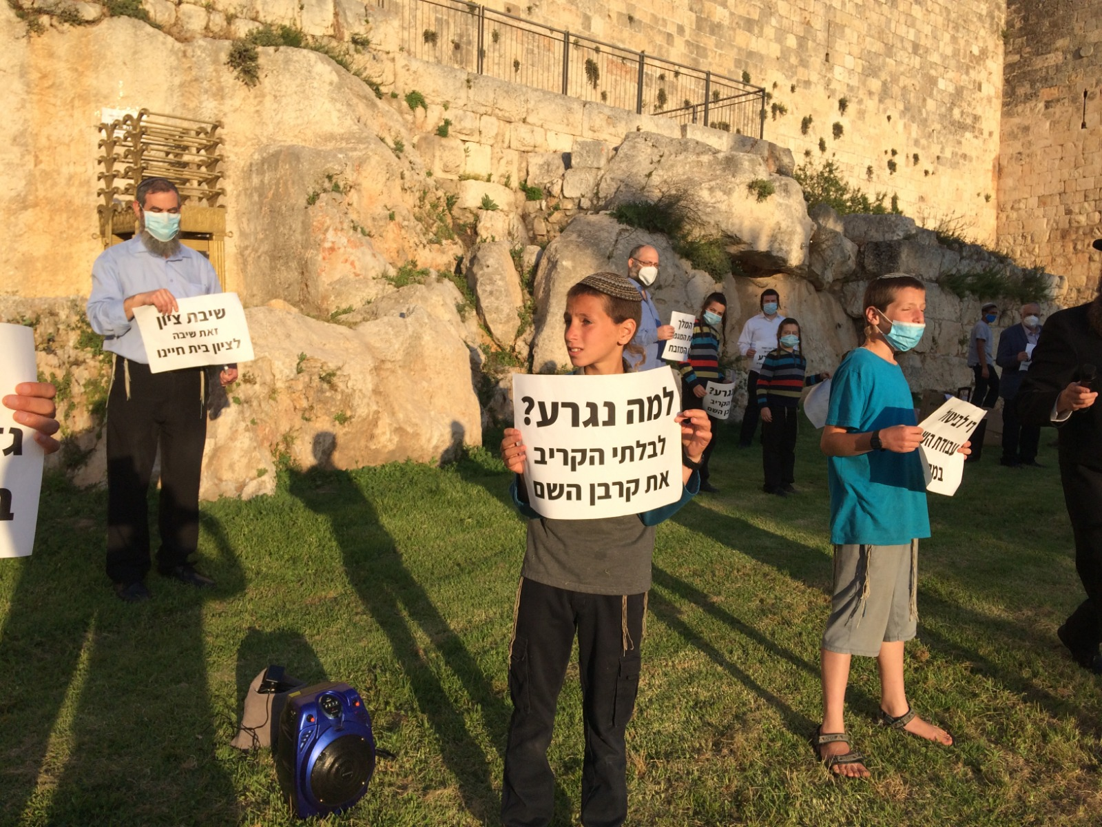 הפגנה למען חידוש עבודת הקרבנות 2